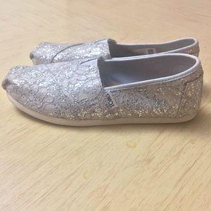 TOMS Silver Classics Lace Glitz Flats Size W6